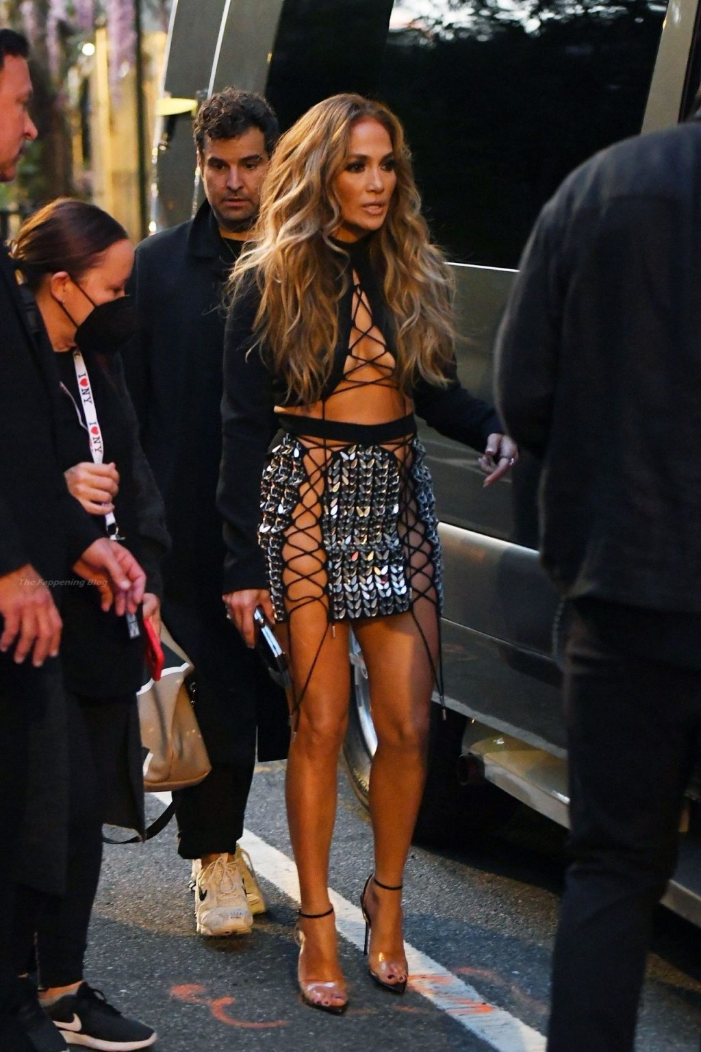 Jennifer Lopez Wears Sexy Lace-Up Skirt to the VMA's (39 Photos)