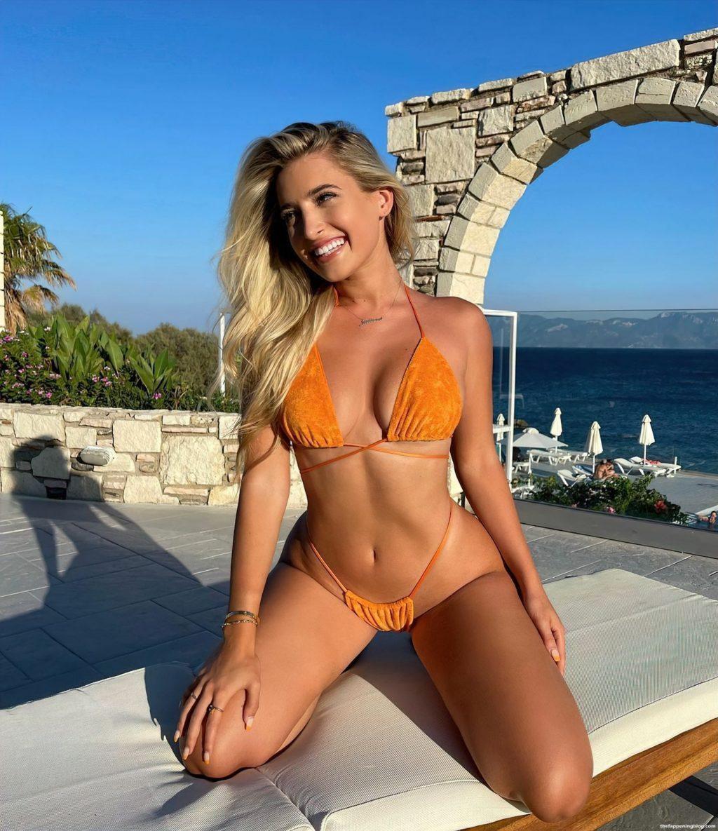 Jilissa Zoltko Shows Off Her Sexy Body in Bikinis (11 Photos)