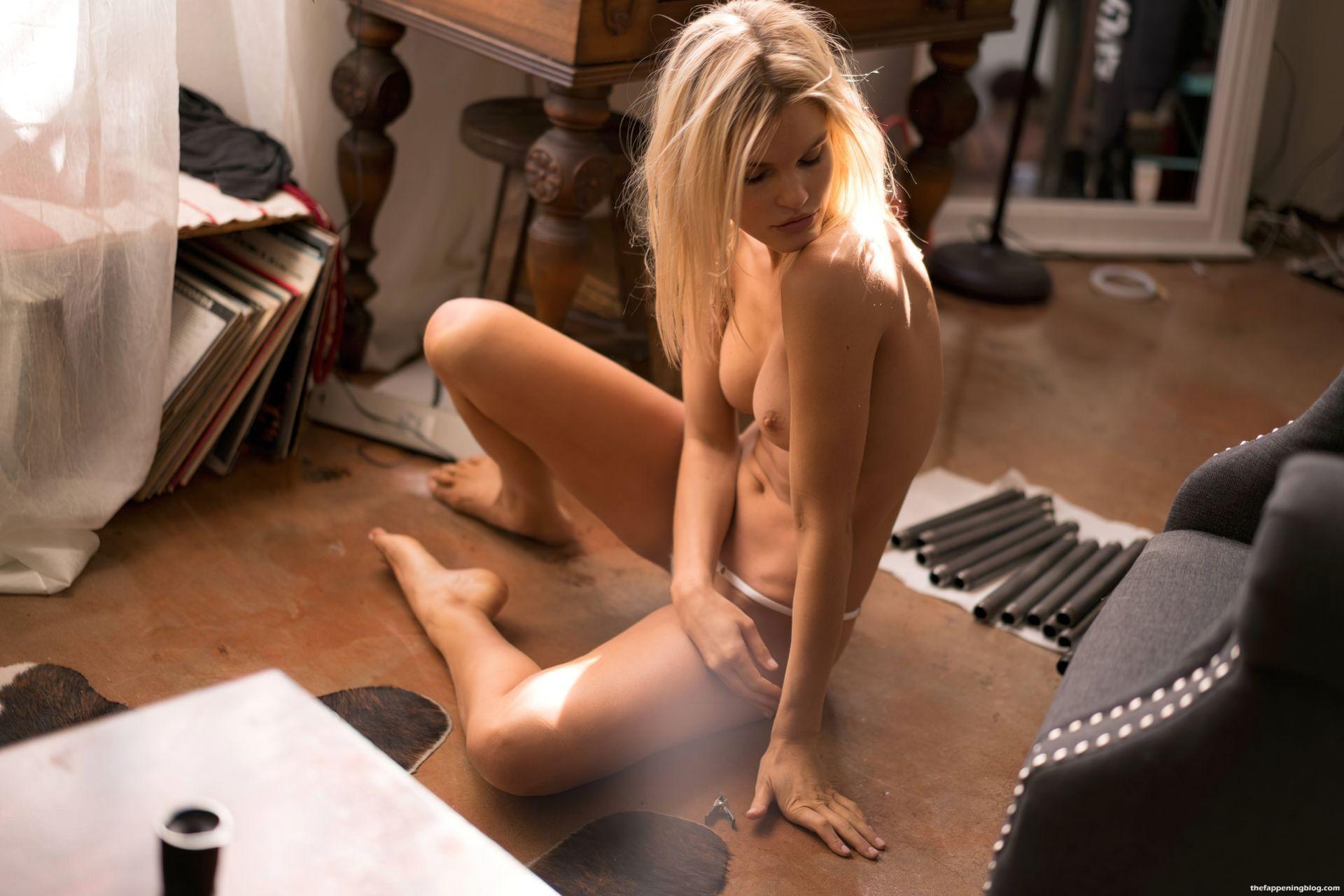 Joy-Corrigan-Naked-Tits-and-Ass-231-thefappeningblog.com_.jpg