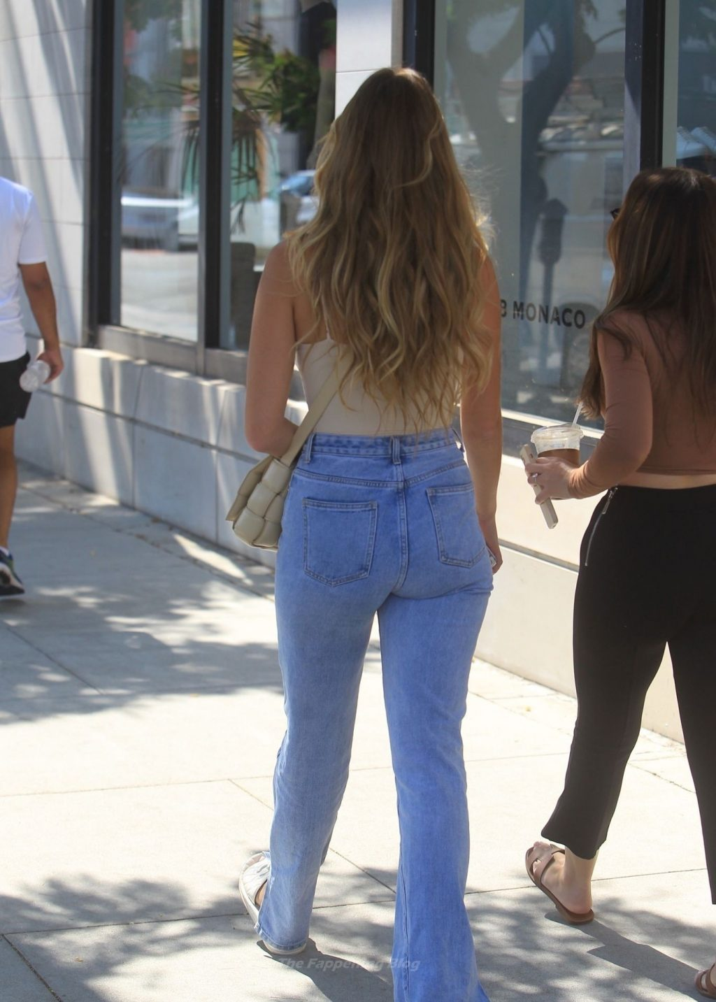 Busty Kara Del Toro is All Smiles Shopping with a Friend in Beverly Hills (18 Photos)