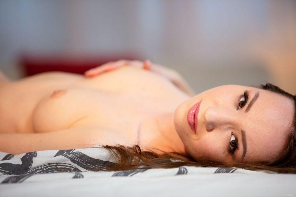 Kate Quinn Nude – Bedroom Eyes (110 Photos + Video)