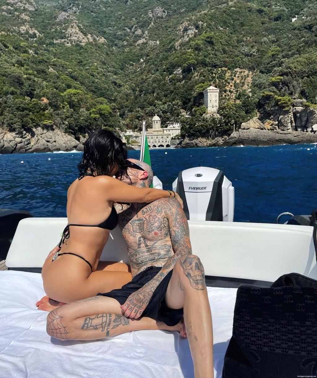 Kourtney Kardashian Sexy (4 Hot Photos)