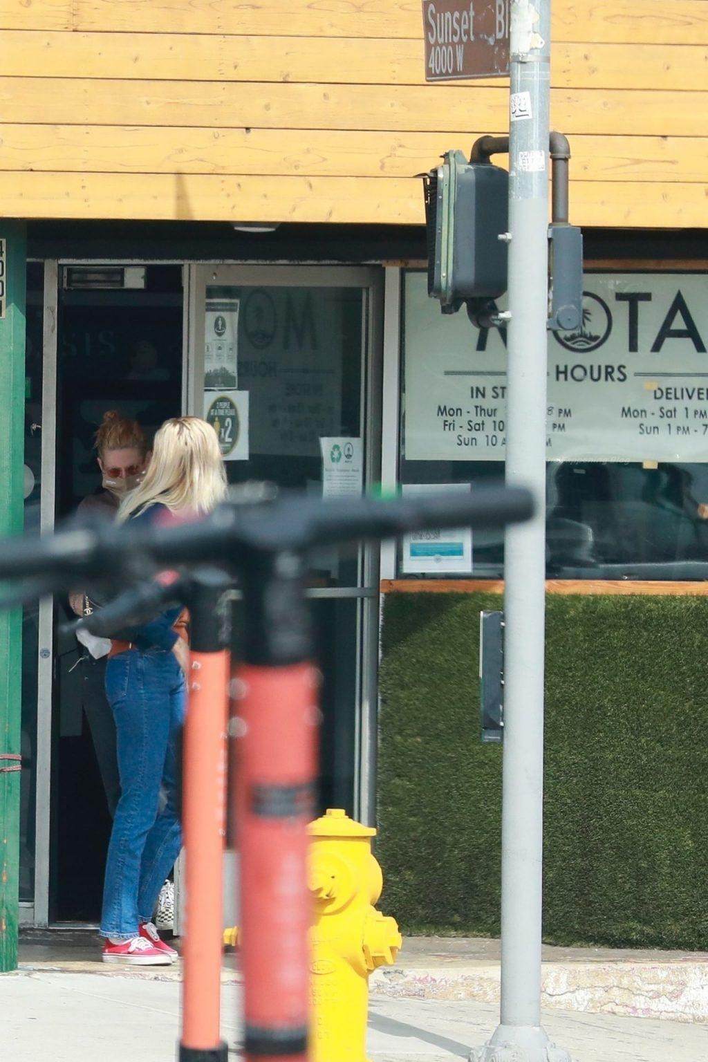 Braless Kristen Stewart & Dylan Meyer Stop by MOTA Marijuana Dispensary (29 Photos)