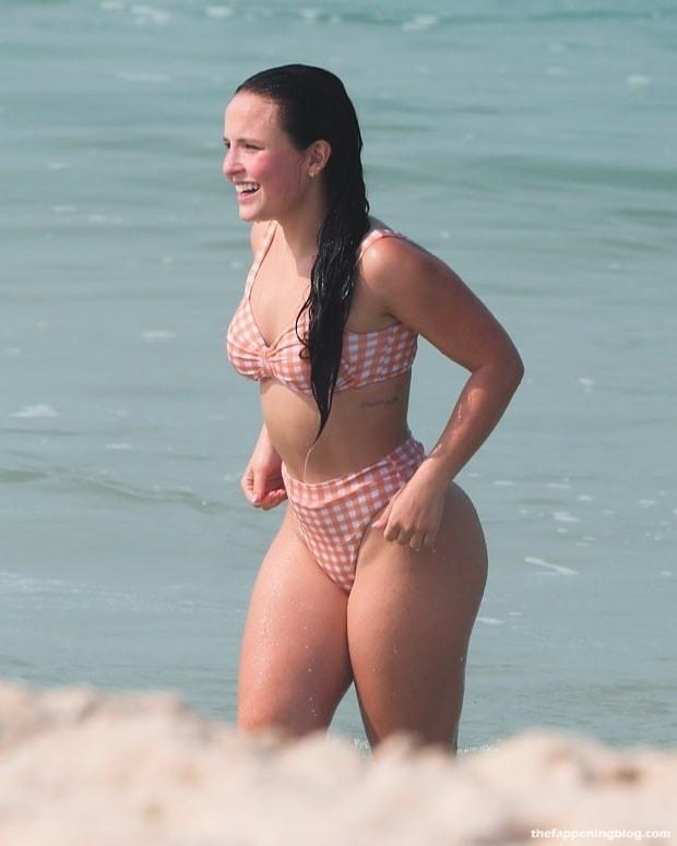 Larissa Manoela Hot (4 Photos)