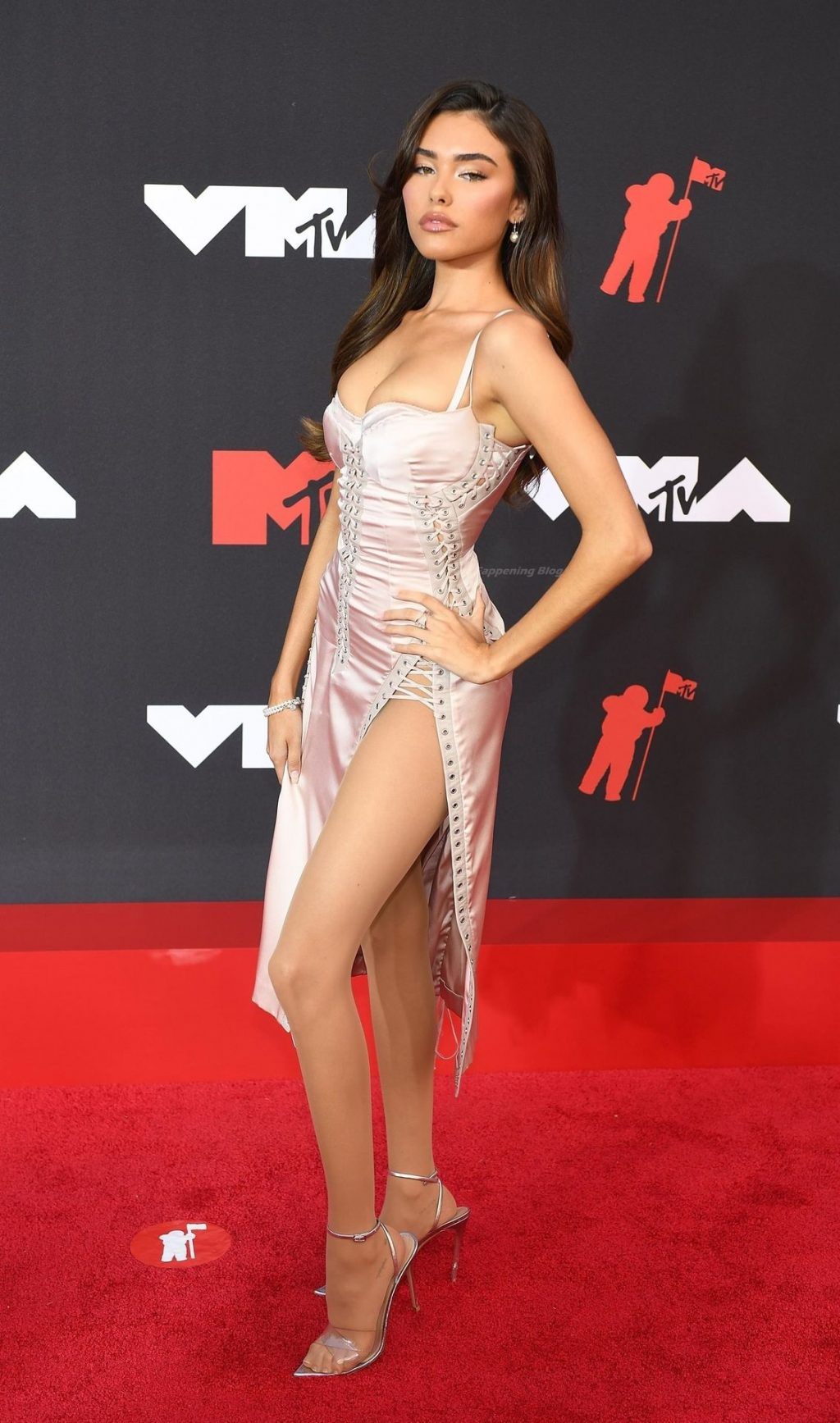 Madison Beer Poses on the Red Carpet at the MTV Video Music Awards (40 Photos)