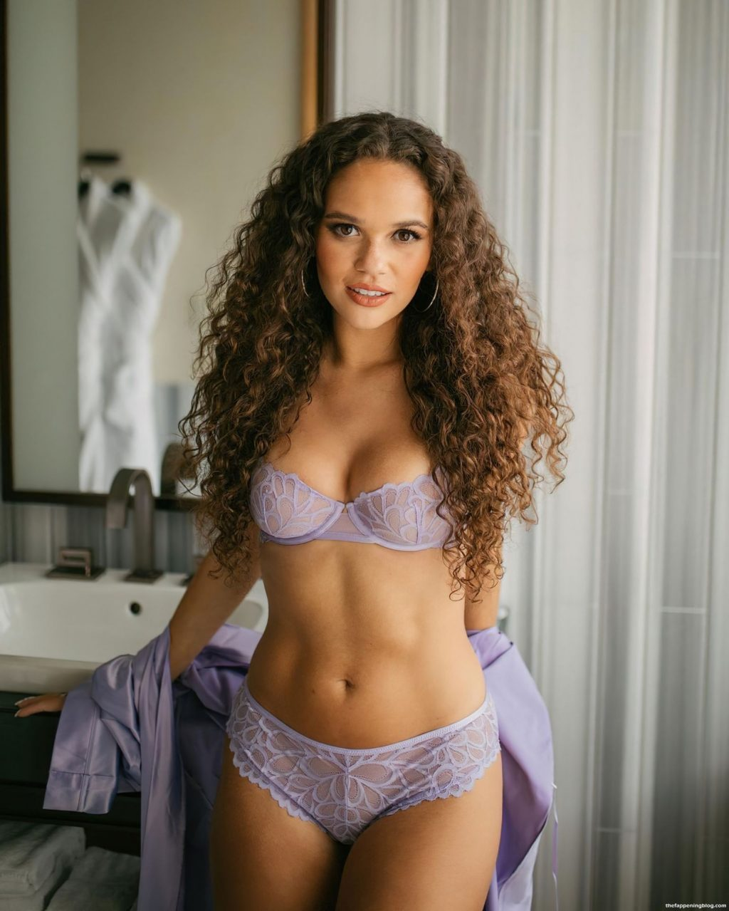 Madison Pettis Looks Hot in New Lingerie (5 Photos)