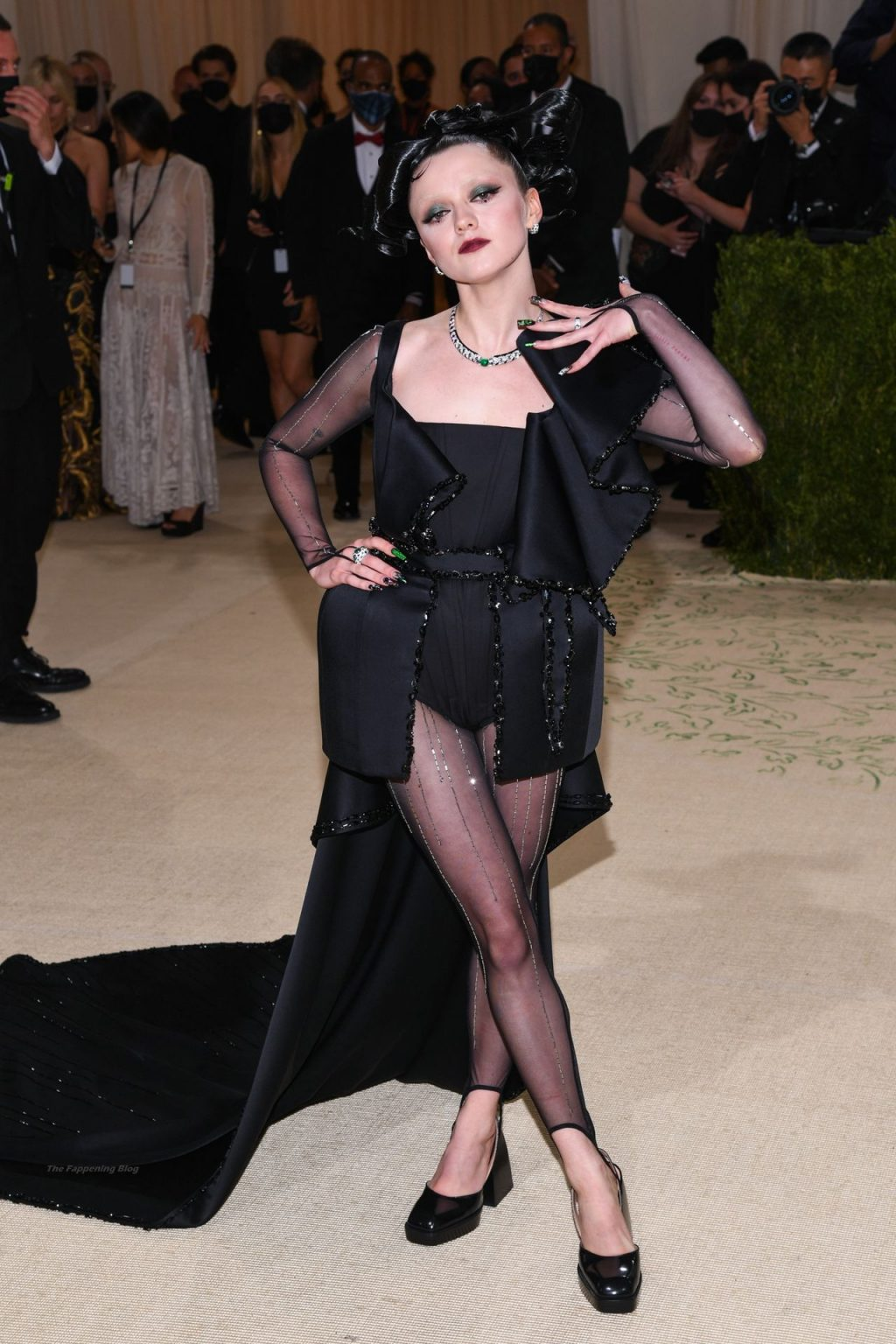Maisie Williams Poses on the Red Carpet at the 2021 Met Gala (36 Photos)