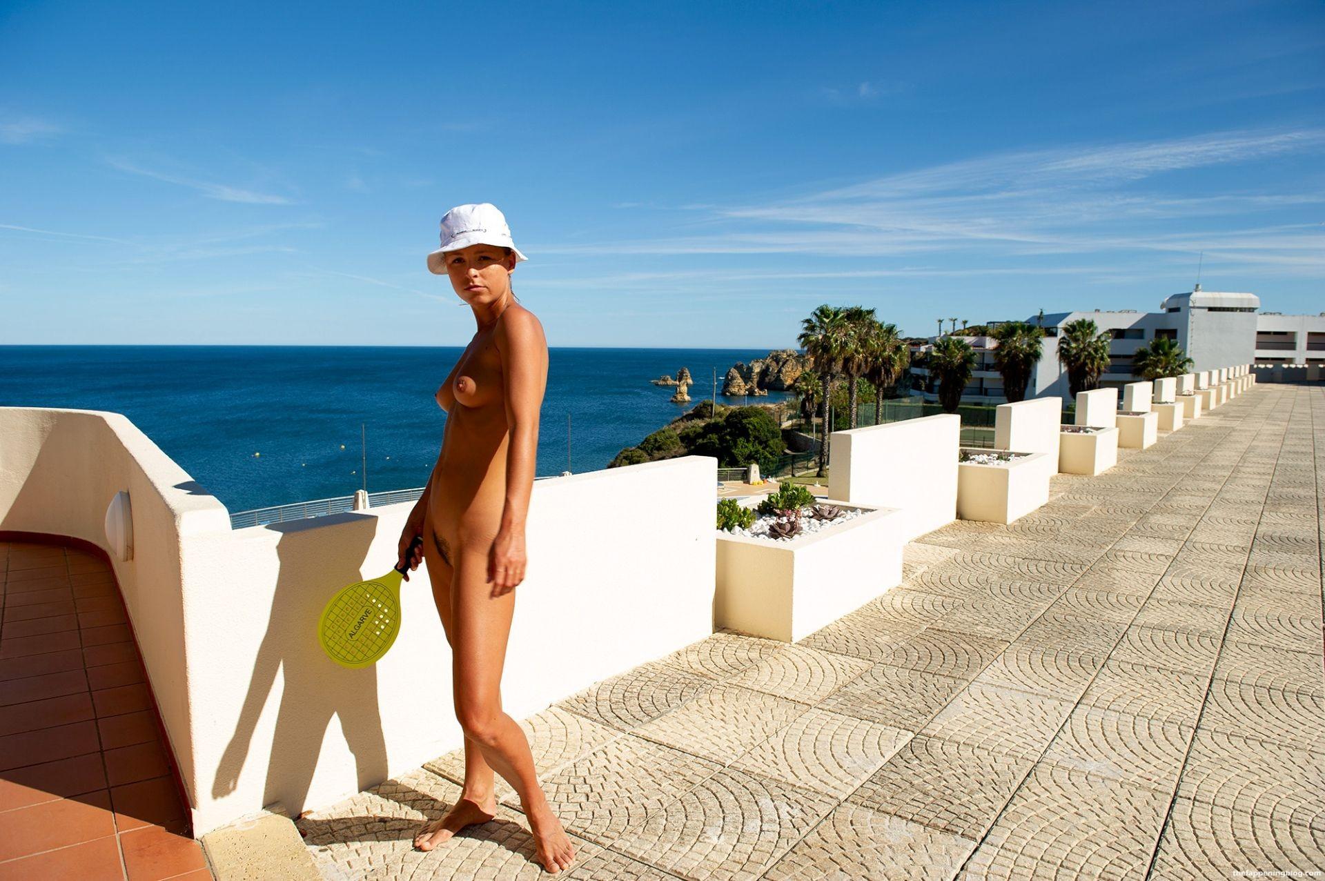 Marisa-Papen-Naked-13-thefappeningblog.com1_.jpg