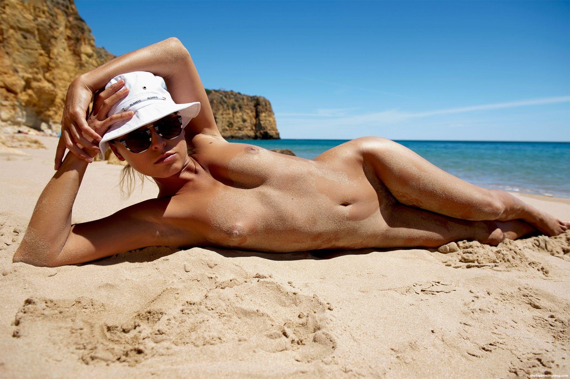 Marisa-Papen-Naked-14-thefappeningblog.com1_.jpg