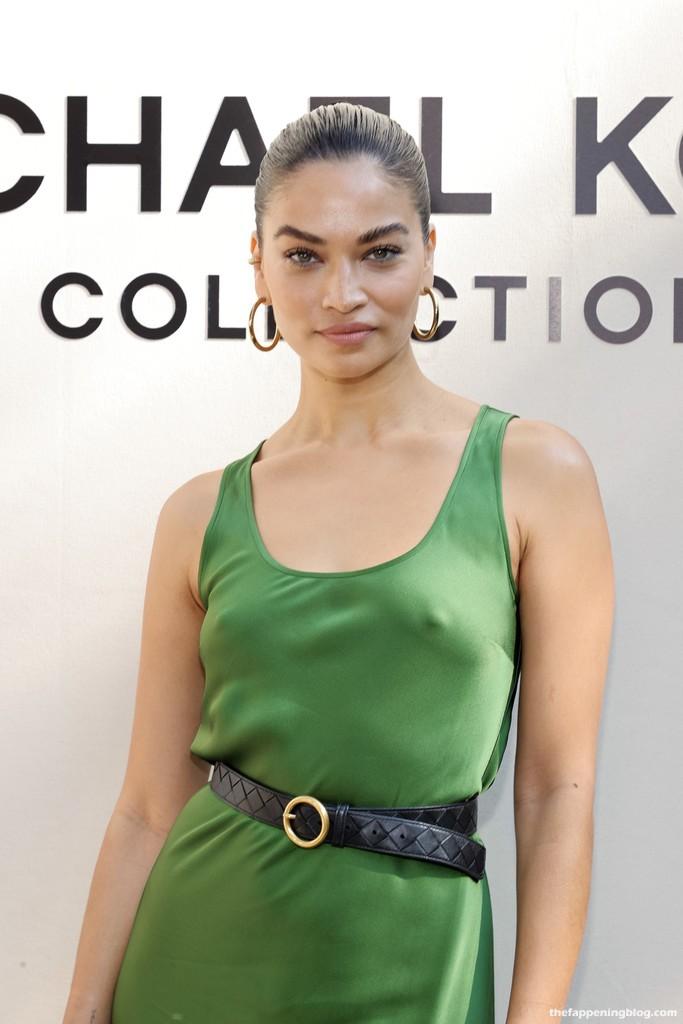 Shanina Shaik is Seen Braless at Michael Kors Spring/Summer 2022 Show in New York (19 Photos)