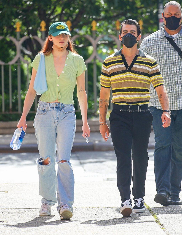 Braless Sophie Turner is Spotted Walking with Joe Jonas Around in NYC (30 Photos)