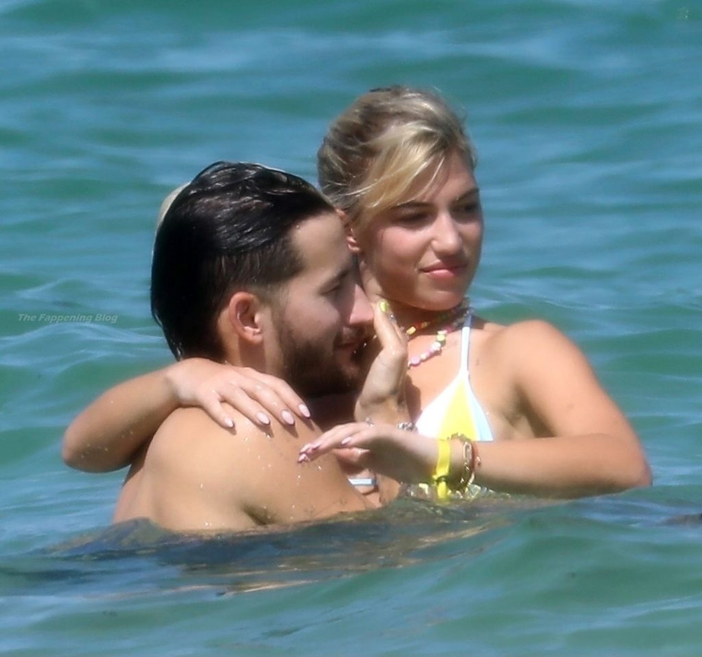 Ricky Montaner & Stefania Roitman Have a Day at the Beach (24 Photos)
