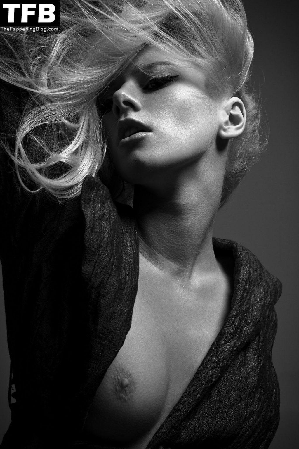 Alena Savostikova Nude & Sexy Collection (30 Photos)