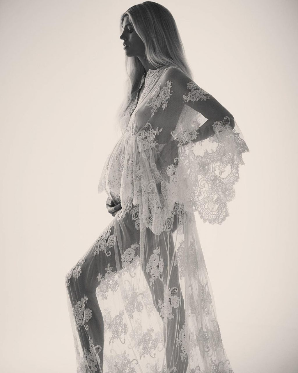 Devon Windsor Nude & Sexy Collection (44 Photos)