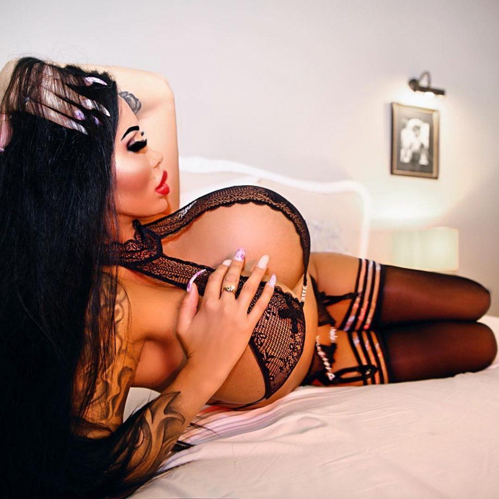 Paris Herms Nude & Sexy Collection (70 Photos + Videos)