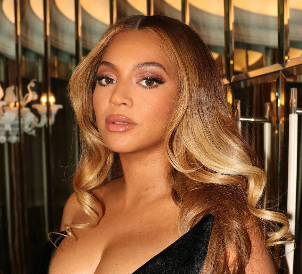 Beyonce Puts on a Busty Display in a Black Dress (15 Photos)