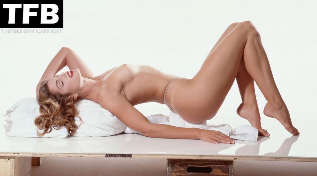 Cindy Crawford Displays Her Gorgeous Nude Body in a Hot Shoot (3 Photos)