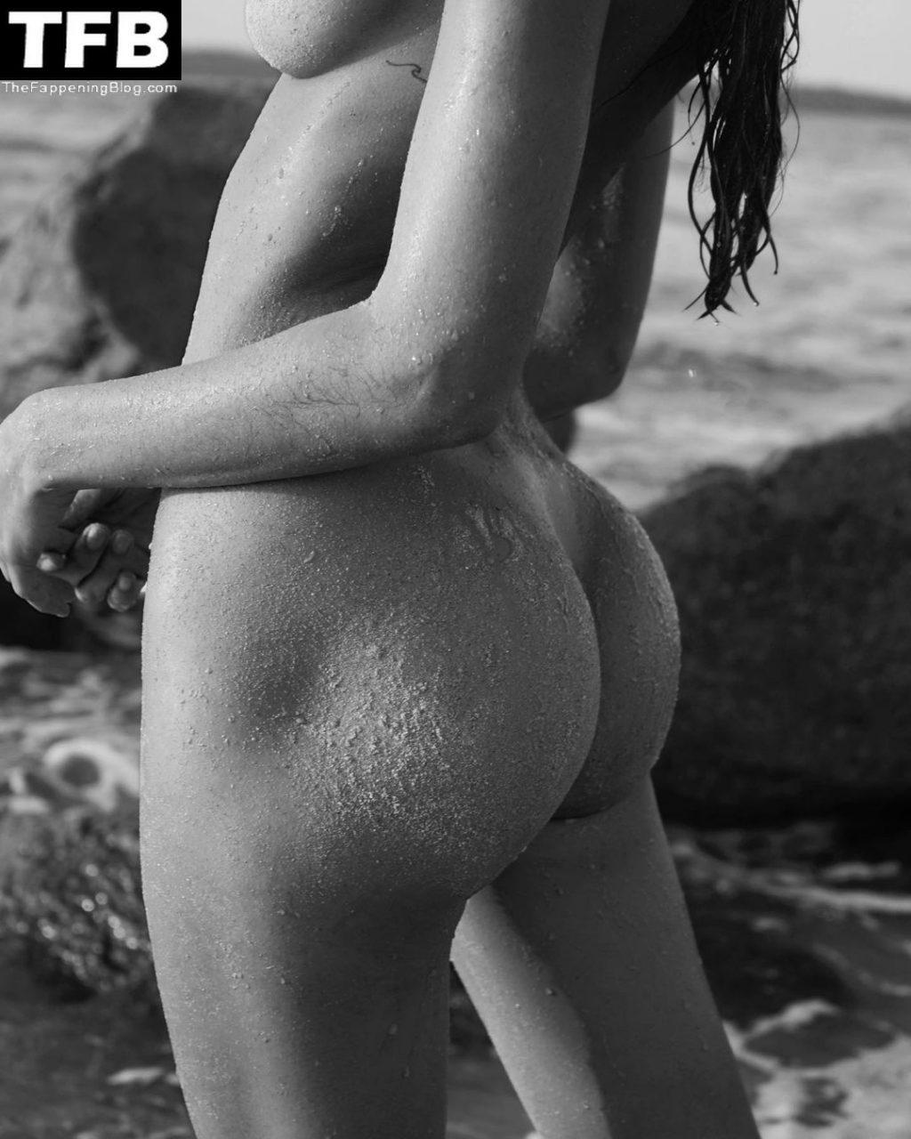Debbie St Pierre Nude (2 Photos)