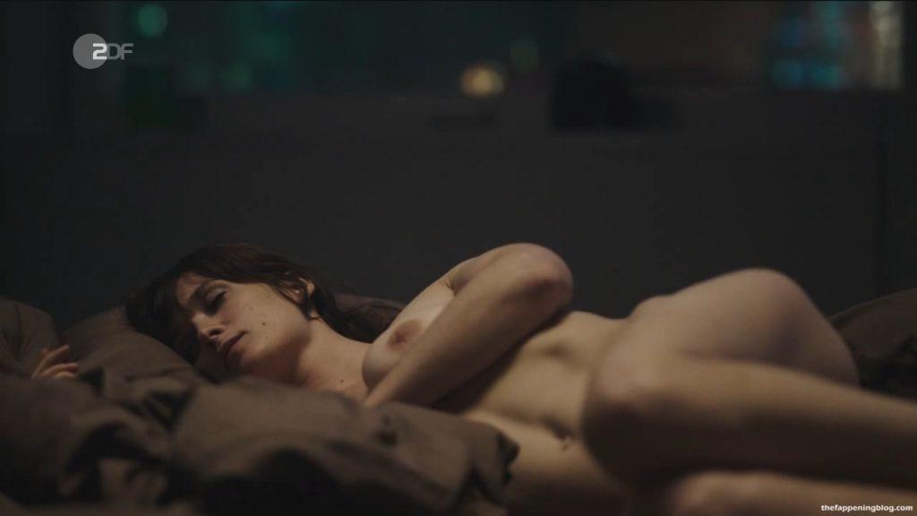 Friederike Becht Nude – Der gleiche Himmel (6 Pics + Video)