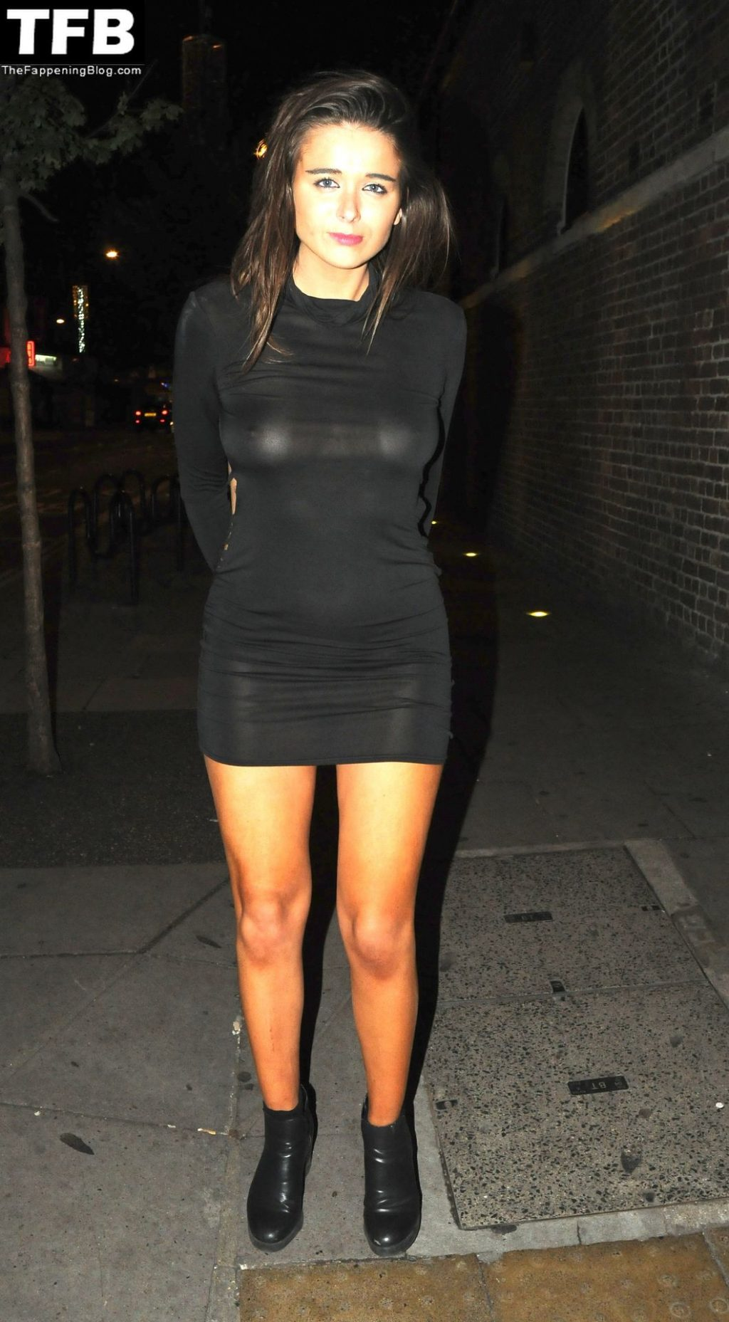Geo Rushby Flashes Her Nude Tits in London (9 Photos)