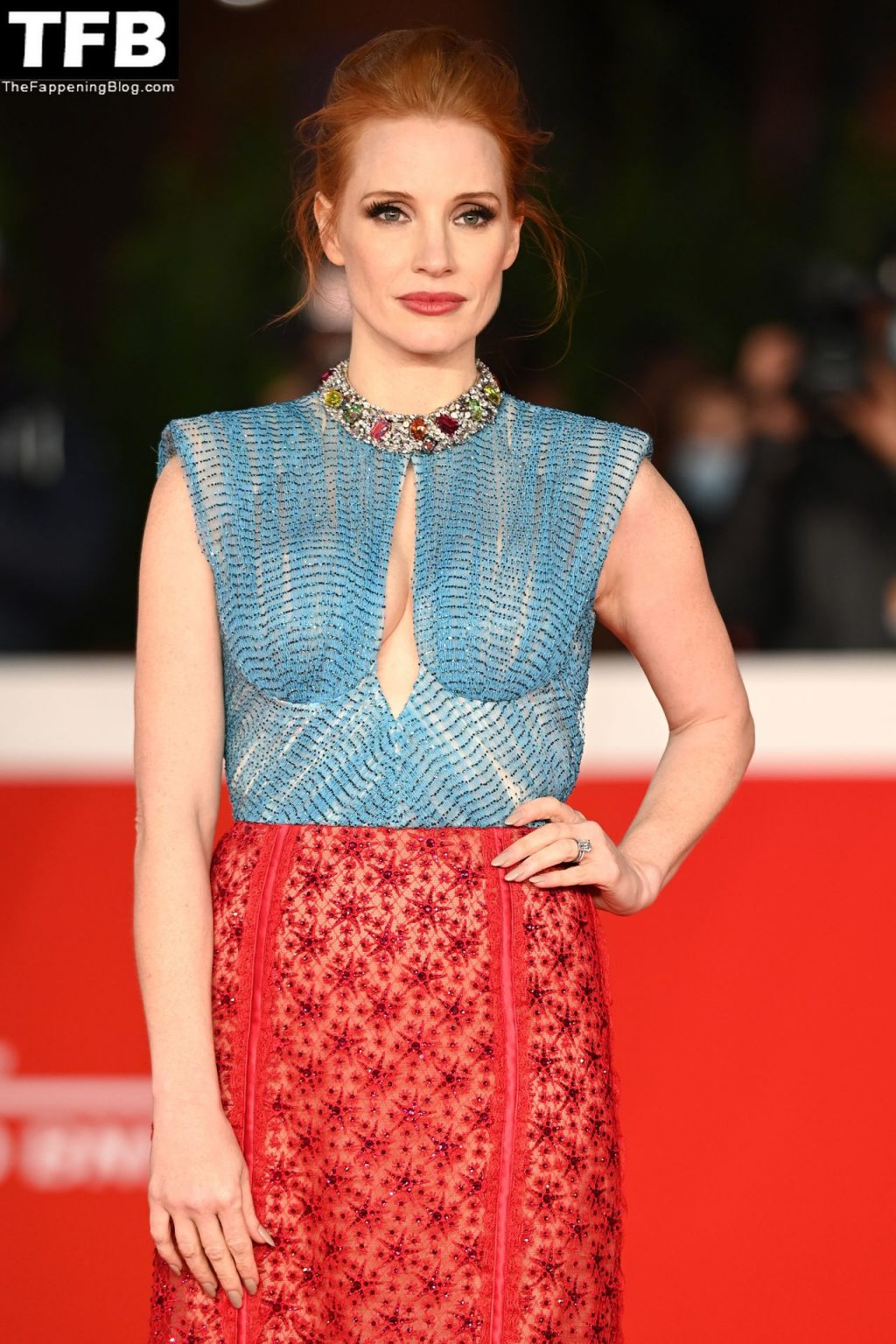 """Jessica Chastain Looks Hot at """"The Eyes Of Tammie Faye"""" Red Carpet (150 Photos)"""
