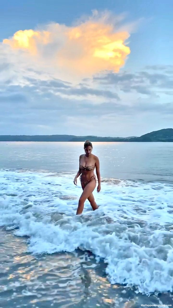 Kara-Del-Toro-Sexy-Body-in-Tiny-Bikini-21-thefappeningblog.com_.jpg