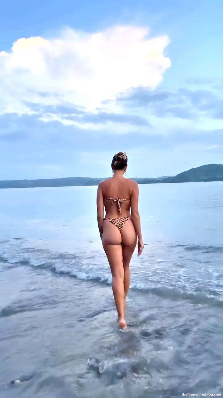 Kara-Del-Toro-Sexy-Body-in-Tiny-Bikini-51-thefappeningblog.com_.jpg