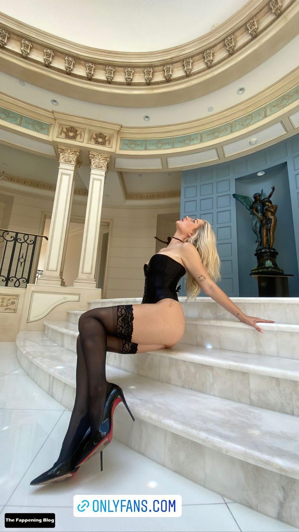 Lottie Moss Flaunts Her Sexy Butt & Legs (5 Photos)