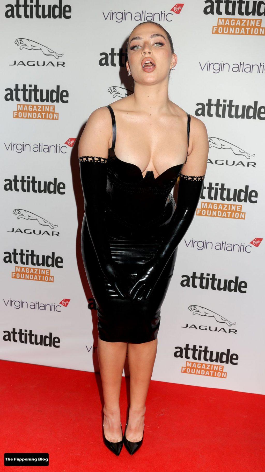 Mae Muller Shows Off Her Tits at The Virgin Atlantic Attitude Awards (8 Photos + Video)
