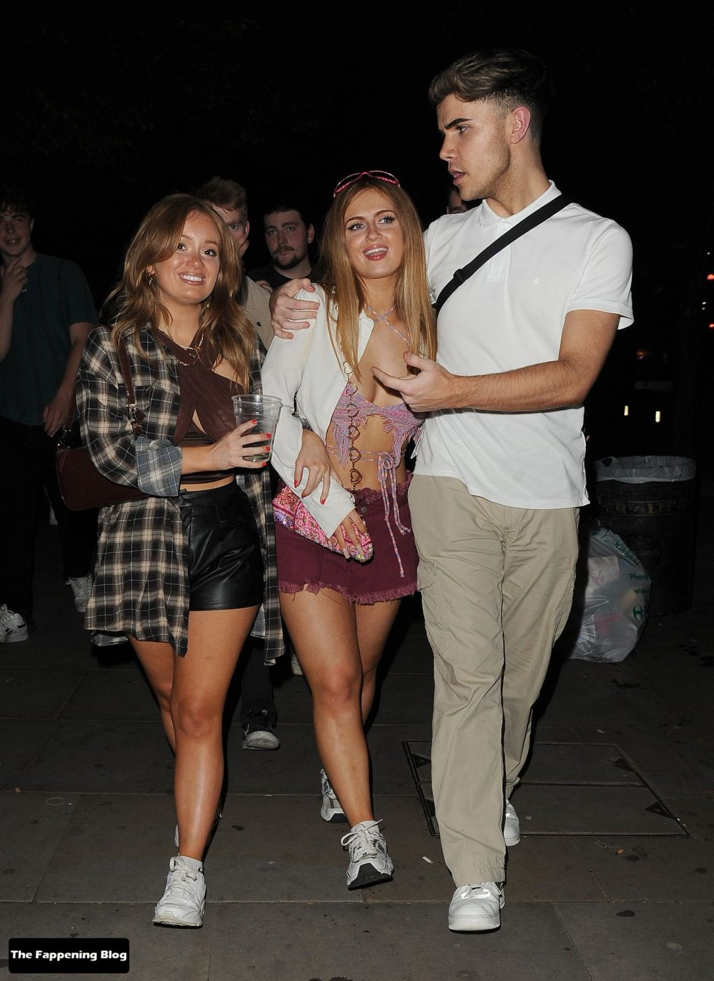 Maisie Smith is Seen with Friends at Bounce Ping Pong Bar in Shoreditch (25 Photos)