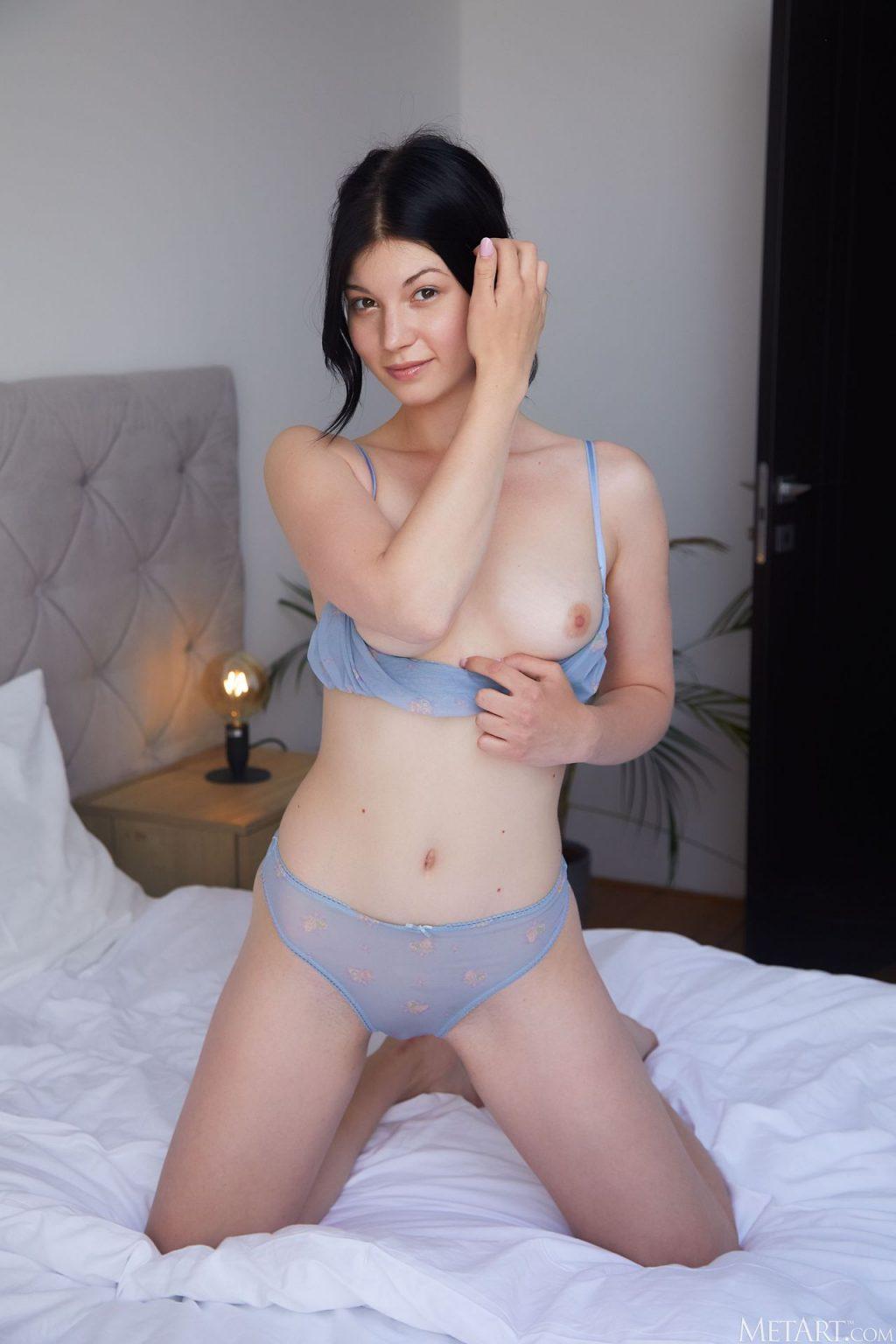 Nessie Blue Nude & Sexy – Presenting (134 Photos)