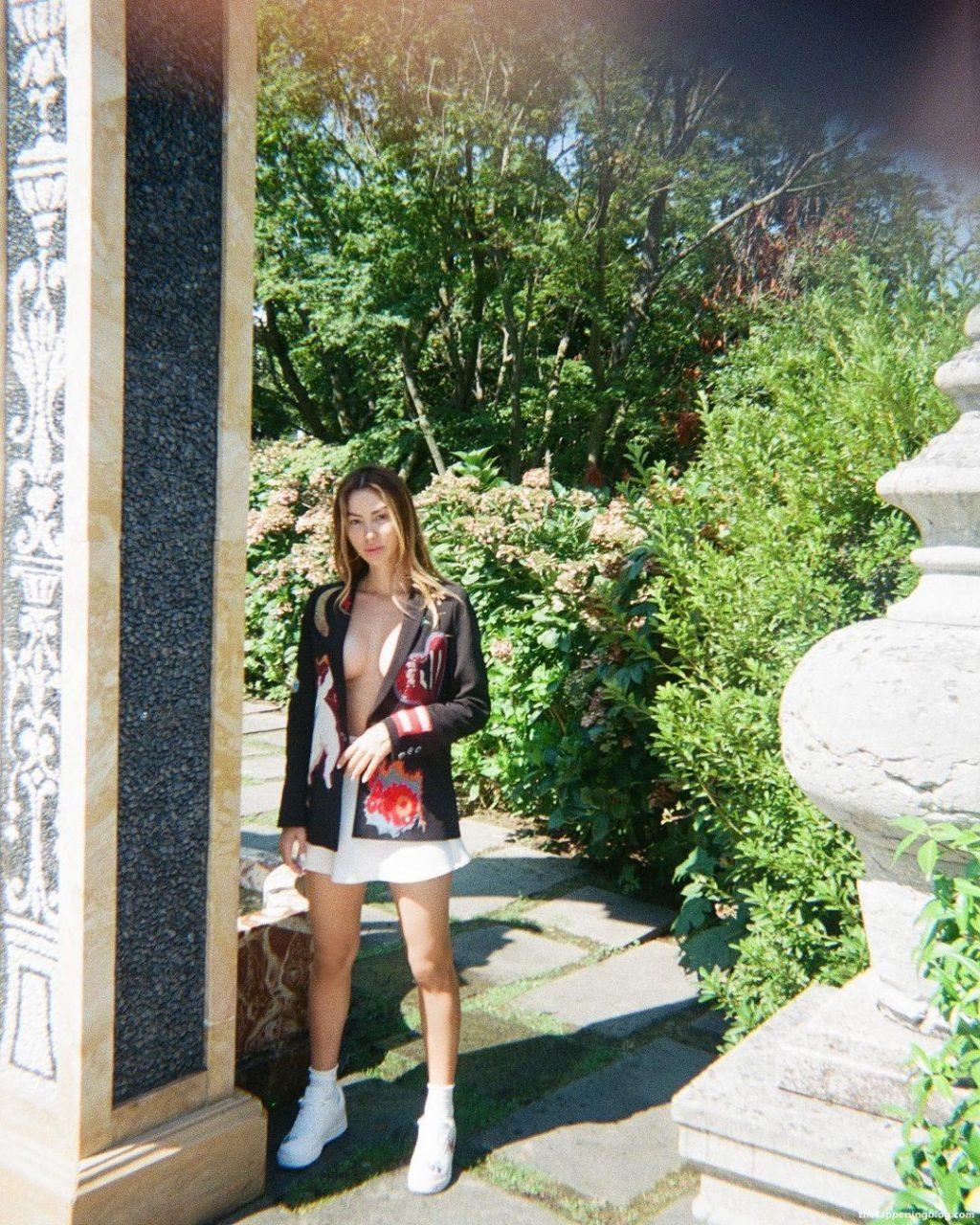 Valentina Fradegrada Poses Braless (10 Photos)