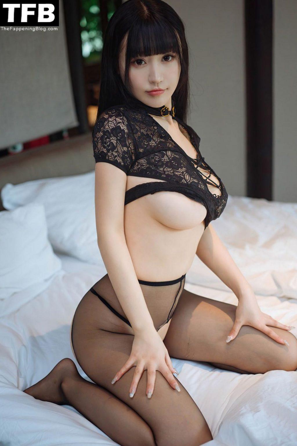 Zhu Ke Er Flaunts Her Sideboob (15 Photos)