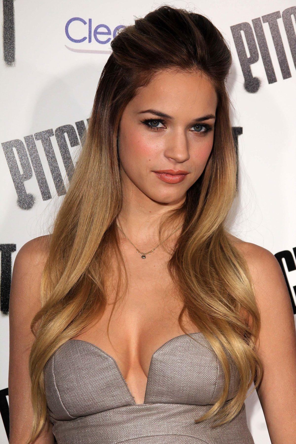 Alexis Knapp Nude Sexy 1