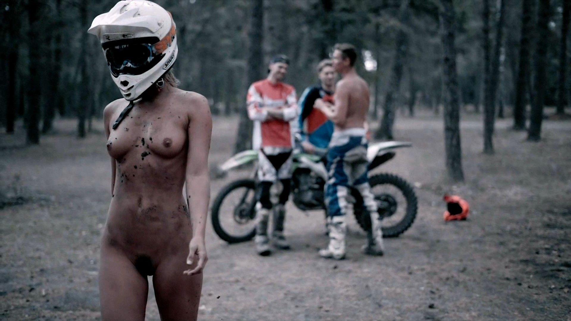 marisa-papen-nude-bts-thefappeningBlog-10.jpg
