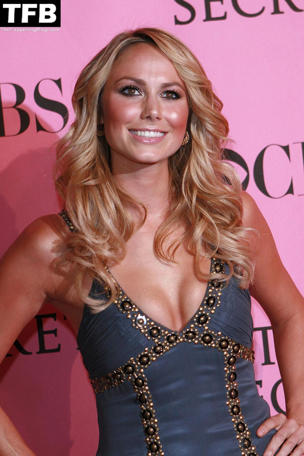 stacy-keibler-cleavage-601611-thefappeningblog.com_.jpg