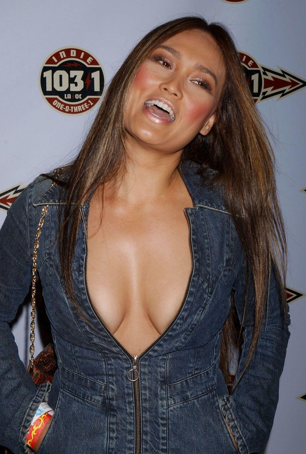 tia-carrere-nude-Sexy-25-thefappeningblog.com_.jpg
